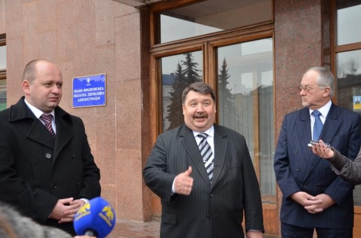 По центру: Генеральний консул Угорщини в м. Ужгород Йожеф Бачкаї