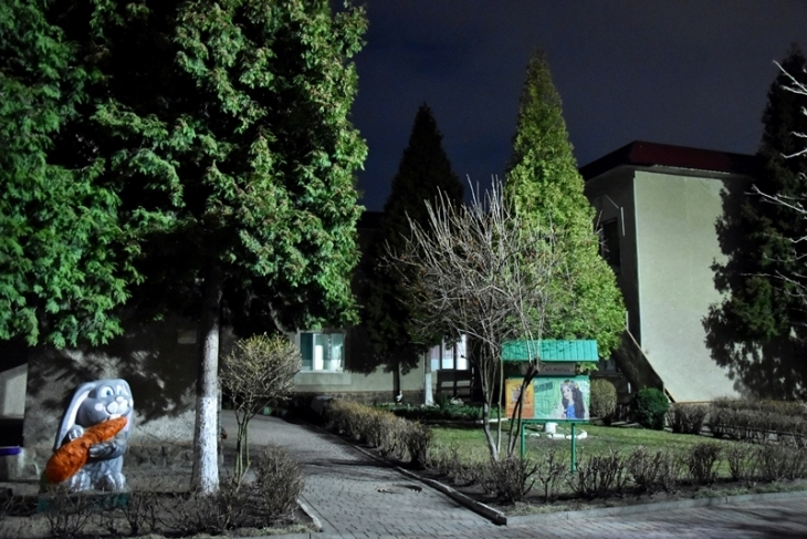 На територіях двох дитсадків у Франківську встановили сучасне освітлення (фотофакт)