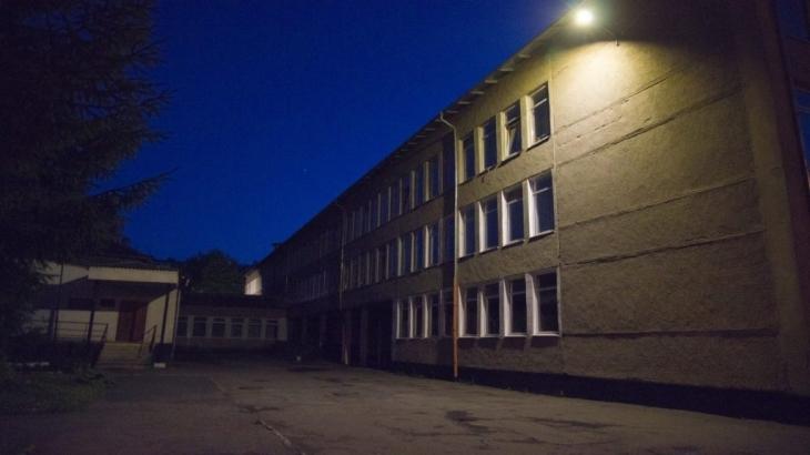 У Франківську за останній тиждень комунальники освітили двори у трьох школах 4