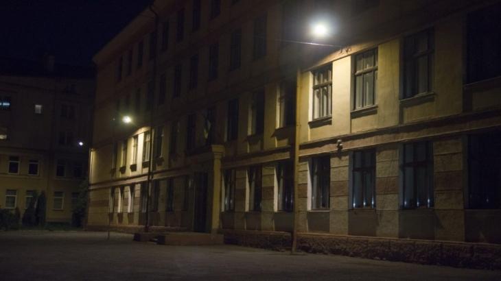 У Франківську за останній тиждень комунальники освітили двори у трьох школах 2
