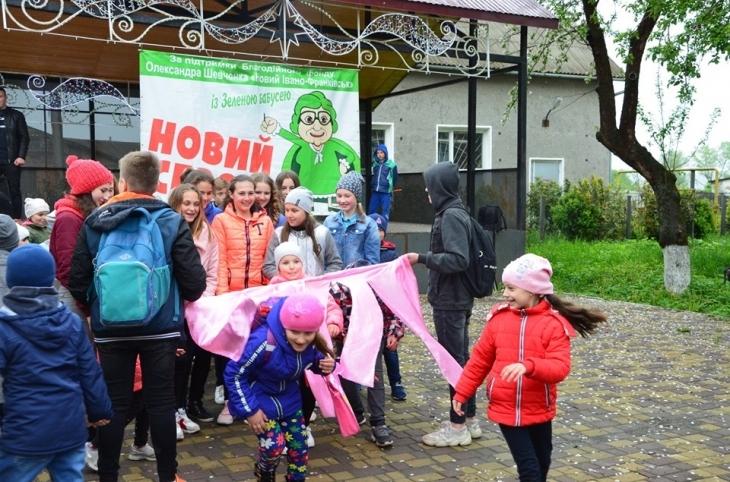 """""""Зелена бабуся"""" влаштувала яскраве родинне свято у селі Бовшів. ФОТО 2"""