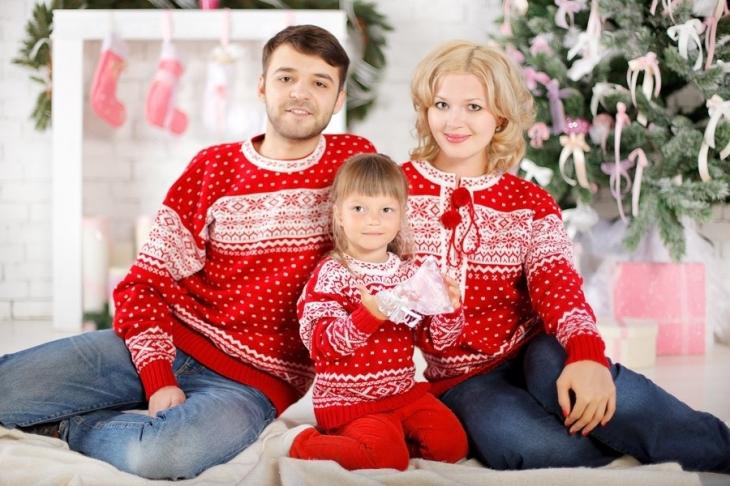 Family look для зимової фотосесії чудова родина – чудові свята 360b5e27b90aa
