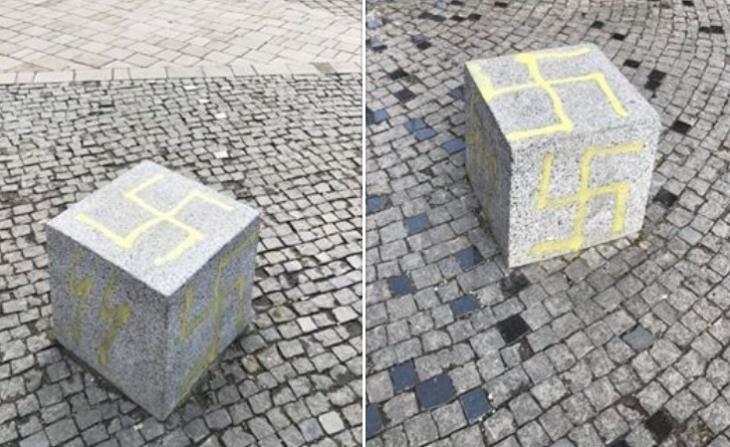 В центрі Івано-Франківська невідомі обмалювали антипаркувальні куби забороненою нацистською символікою (фотофакт)
