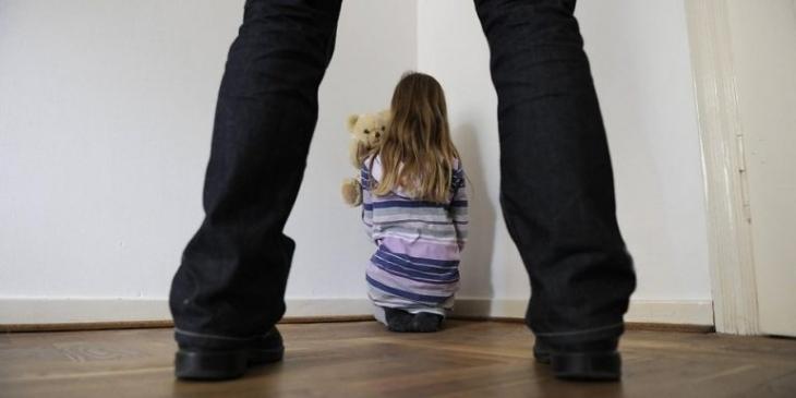 До поліції звернулася коломиянка – чоловік розбещував її 12-річну дочку
