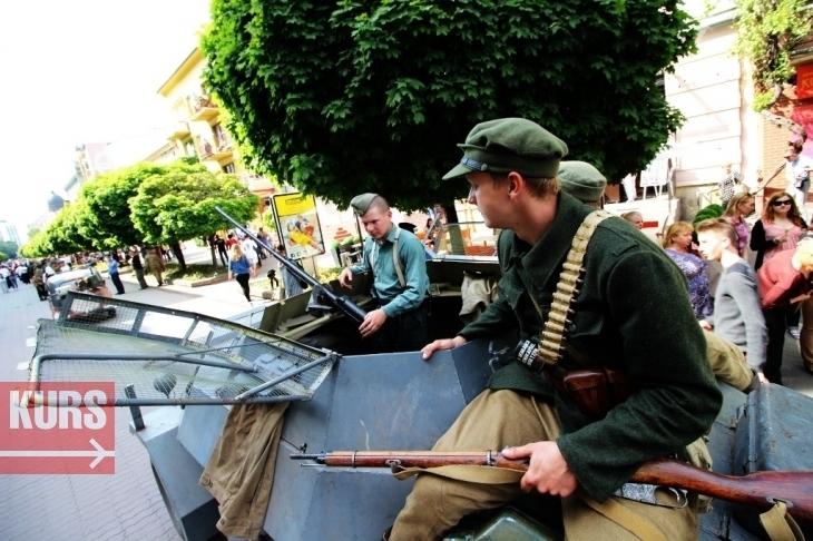 Музичний тролейбус, стрілецький бій і повітряні змії: насичені вихідні у Франківську 4