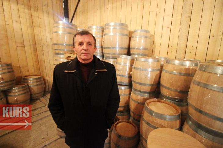 Ярема Поворозник, керівник підприємства ОЛПОЛ, на складі готової продукції