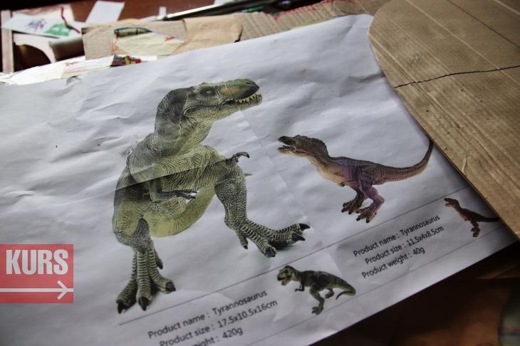 У Франківську гуляв семиметровий тиранозавр Діно: унікальний роботизований костюм створили місцеві майстри. ФОТО, ВІДЕО 1