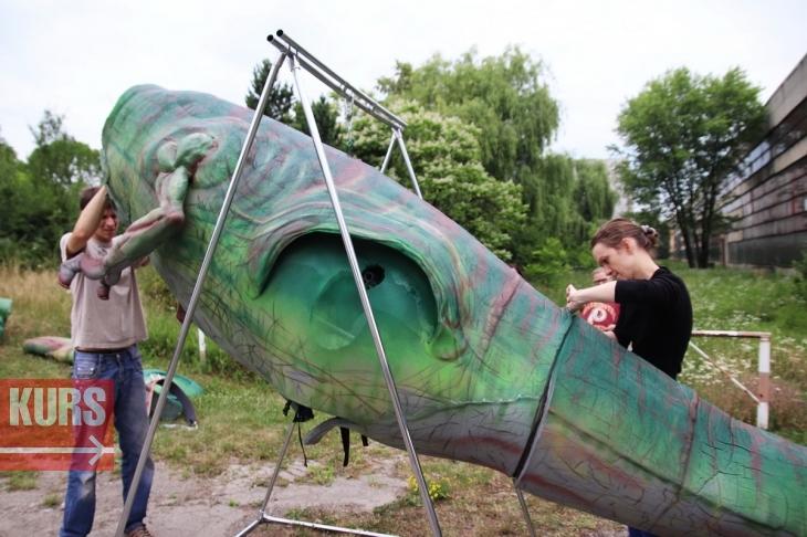 У Франківську гуляв семиметровий тиранозавр Діно: унікальний роботизований костюм створили місцеві майстри. ФОТО, ВІДЕО 8