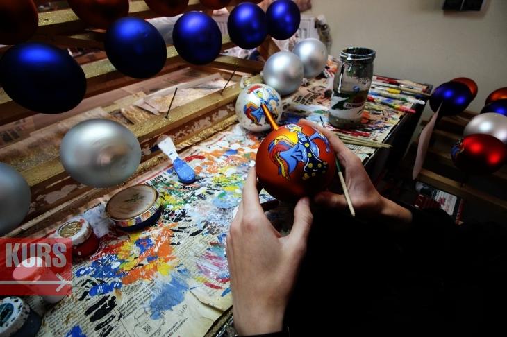 Новорічна казка: як у Франківську роблять ялинкові прикраси 14