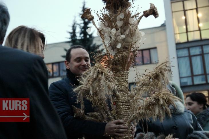 У Франківську з кіньми, танцями та співами відкрили новорічний ярмарок. ФОТО, ВІДЕО 1
