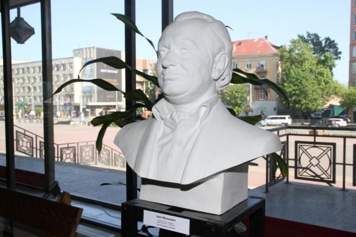 Франківцям презентували скульптурний проект «Особистості» (фоторепортаж)