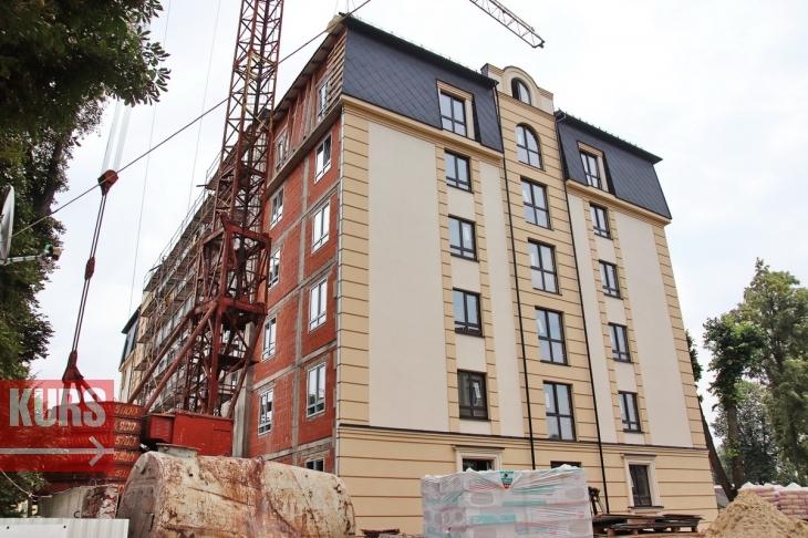 Франківська міськрада узаконить багатоповерхівку, яку спорудили напроти СБУ і поліції