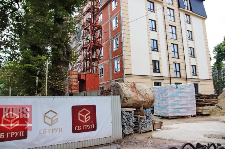 Франківська міськрада узаконить багатоповерхівку, яку спорудили напроти СБУ і поліції 2