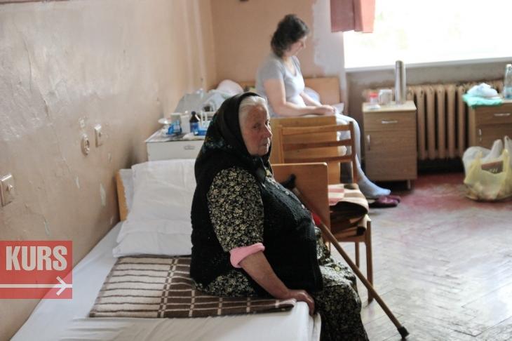 У міській лікарні №1 Івано-Франківська відремонтували палати. ФОТО 12