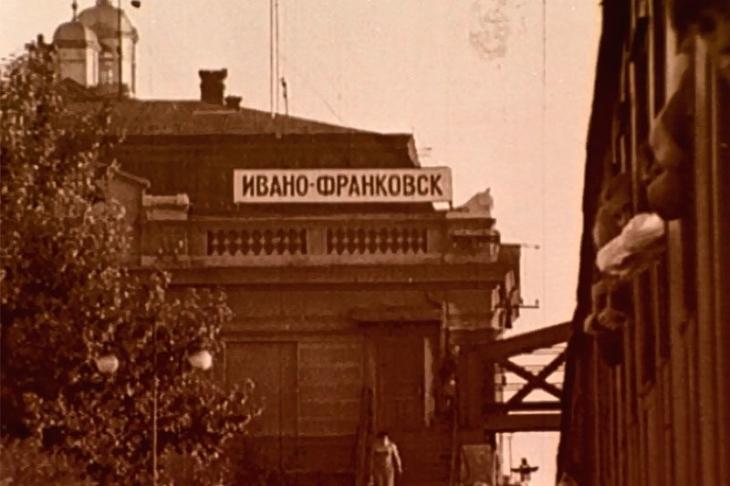 """""""Оцифрований Франківськ"""": у мережі з'явилося відео роботи та дозвілля працівників швейної фабрики 1967 року"""