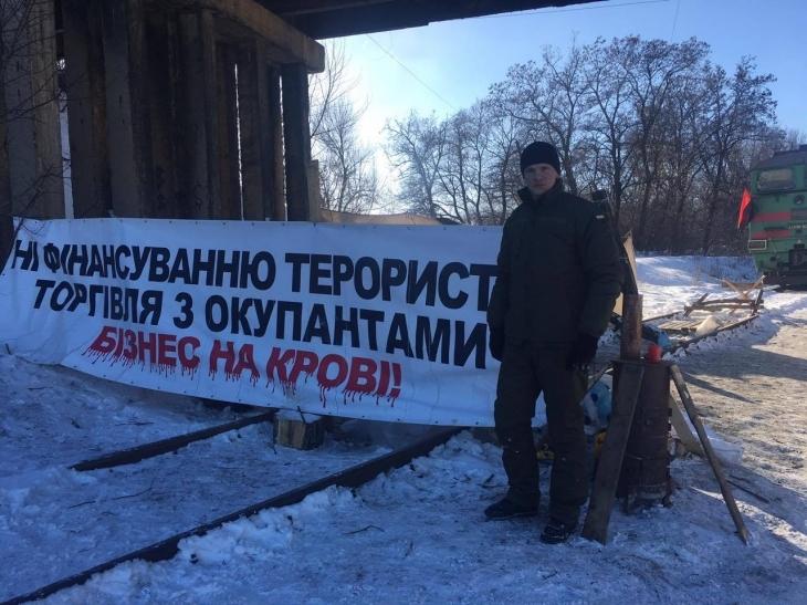"""Депутат міськради, """"укропівець"""" Віталій Мерінов бере участь у блокаді торгівлі з окупантами. ФОТО 3"""