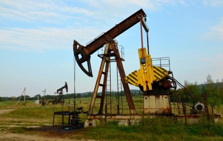 Видобуток нафти у селі Спас Рожнятівського району.