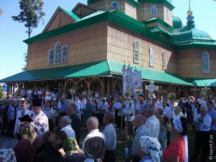 Мешканці Новиці звинувачують священика у крадіжці 700 тис. грн.