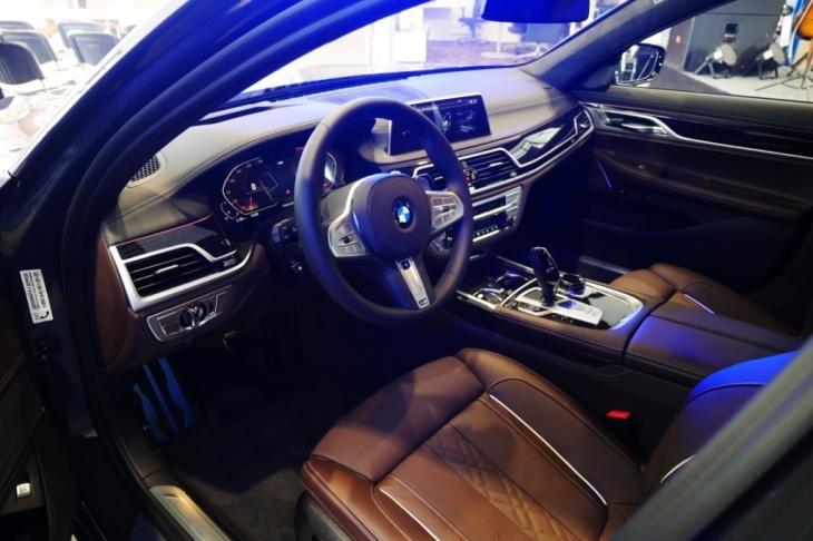 Бестселери з тест-драйвом, обмін та сервіс: у Франківську відкрили автоцентр BMW 3