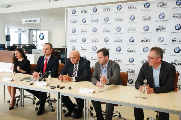 Бестселери з тест-драйвом, обмін та сервіс: у Франківську відкрили автоцентр BMW 6