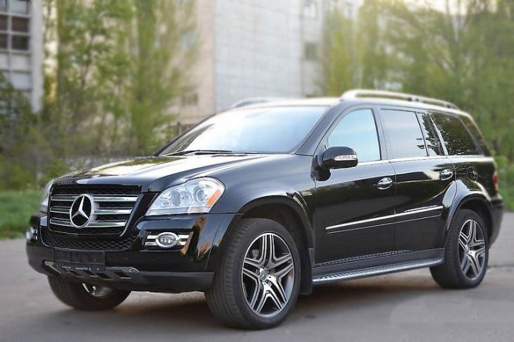 """У Франківську """"відомий український політик"""" розсікав під градусом на Mercedes-Benz GL 550 (фото)"""