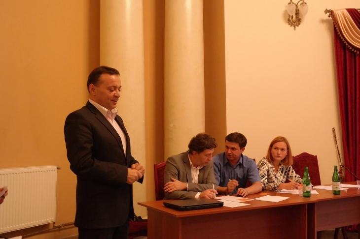 http://kurs.if.ua/media/gallery/full/p/e/pereviznyk_vitalij.jpg