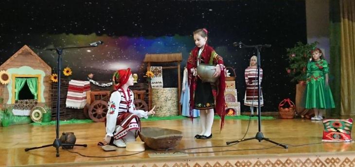 У Івано-Франківську школярі провели благодійну виставу, щоб зібрати кошти для сім