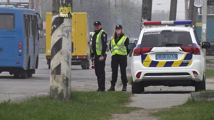 У Коломиї біля шкіл патрулюють поліцейські (відеосюжет)