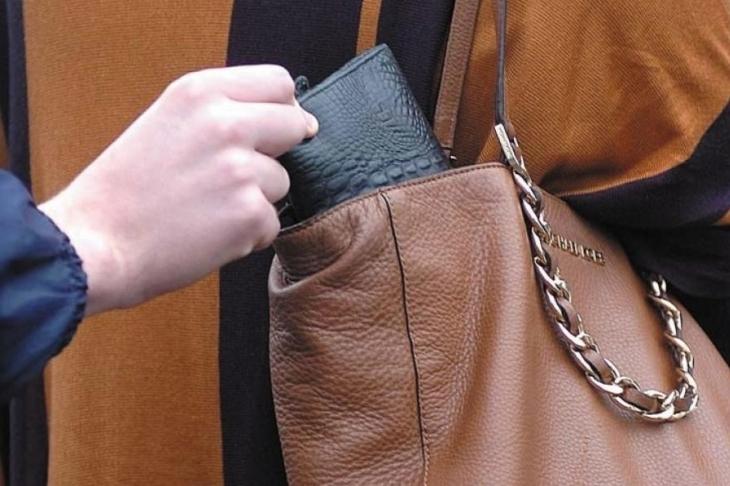 На Тернопільщині затримали кишенькову злодійку з Франківщини, яка приїхала жебракувати