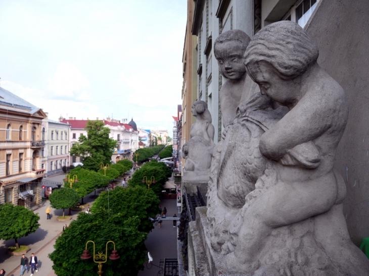 Станиславівські оголошення: паризькі традиції старого міста 1
