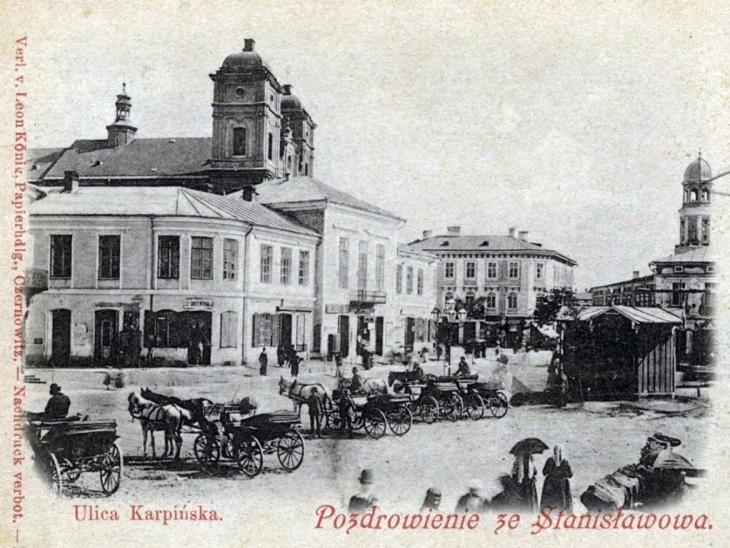 Стоянка фіакрів на вул. Карпінського.