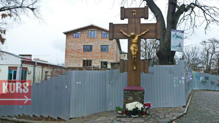 У Франківську на історичних Валах будують церкву: замість археологів працює екскаватор. ФОТО 4