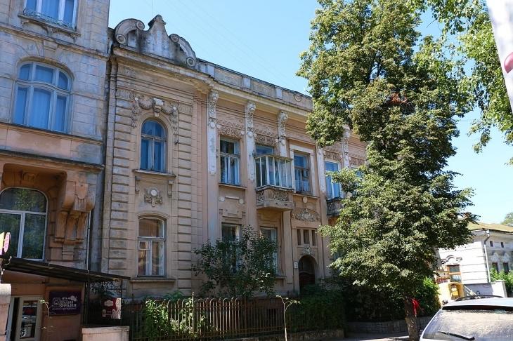 Станиславівські оголошення: шкіряні магнати старого міста