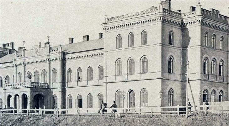 Станиславівські оголошення: будинки-трансформери старого міста 10