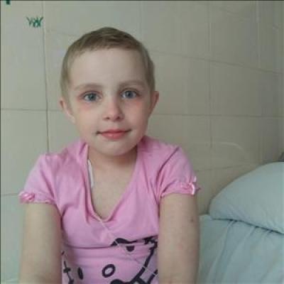 Семирічній франківчанці Анні, що бореться з раком, терміново потрібна кров