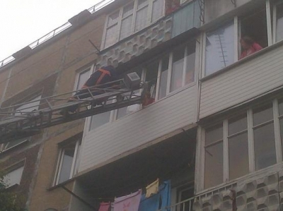"Результат пошуку зображень за запитом ""намагалась стрибнути з балкону"""