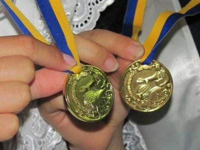 """Результат пошуку зображень за запитом """"шкільна золота медаль в україні"""""""