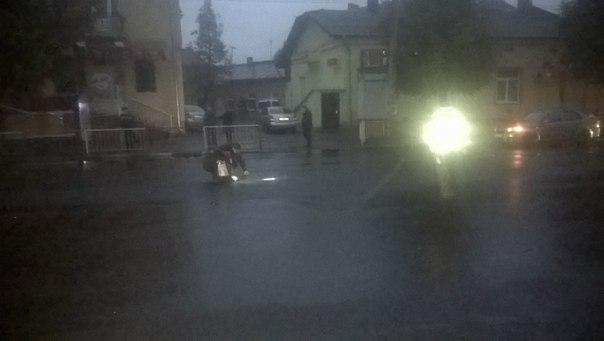 Через ДТП з невідомими на Галицькій у Франківську на годину перекривали вулицю. ФОТОФАКТ 1