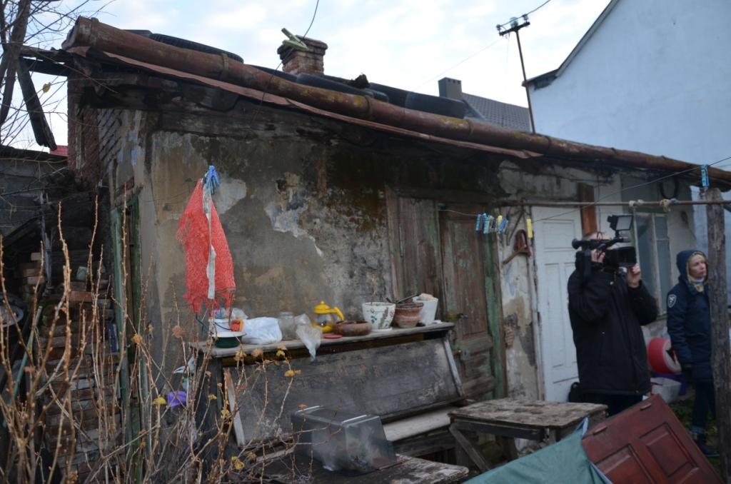 """Франківські активісти перевірили, як живе """"бідний"""" чиновник, який отримав з бюджету майже півмільйона гривень 6"""
