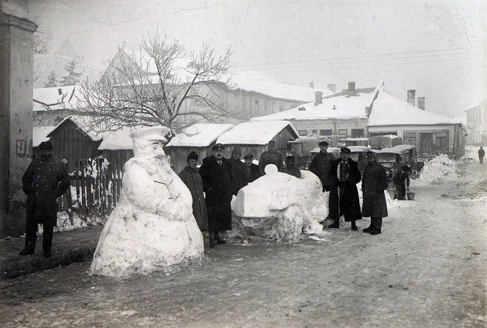 Зимові розваги: як австрійські військовики в Галичині у 1916 році цісаря зі свинею зліпили. ФОТОФАКТ 1