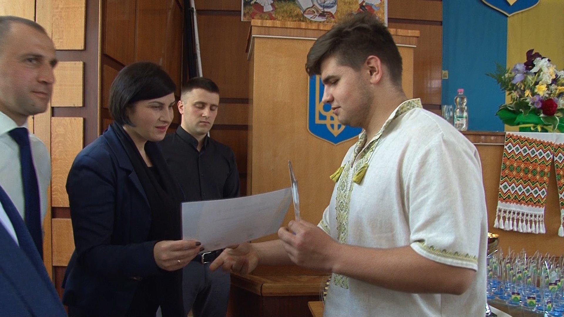 Найкращі учні та вчителі Богородчанського району отримали грошові нагороди від нардепа Дерев'янка 4