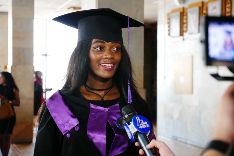 Іноземні студенти-медики у Франківську склали присягу лікаря і отримали дипломи 26