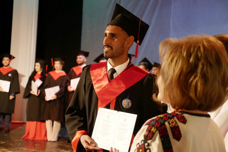 Іноземні студенти-медики у Франківську склали присягу лікаря і отримали дипломи 36
