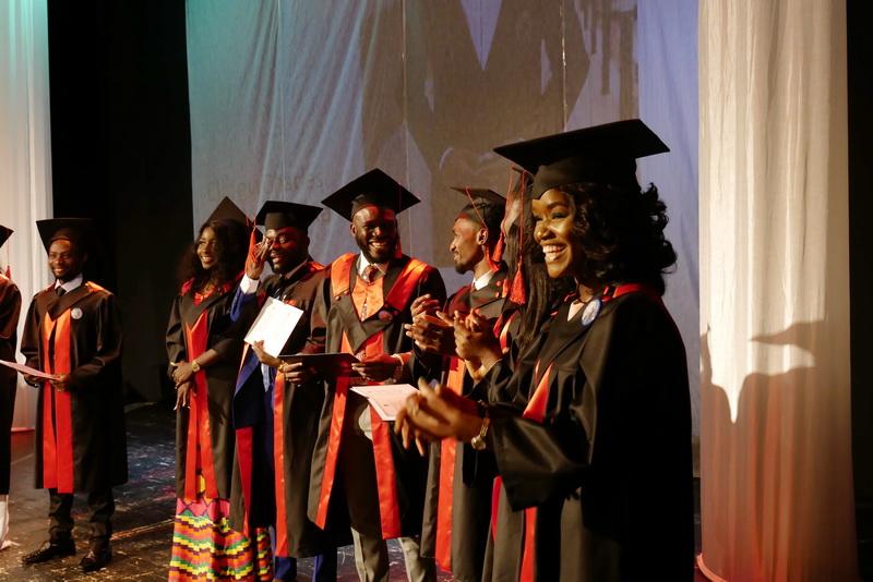 Іноземні студенти-медики у Франківську склали присягу лікаря і отримали дипломи 24