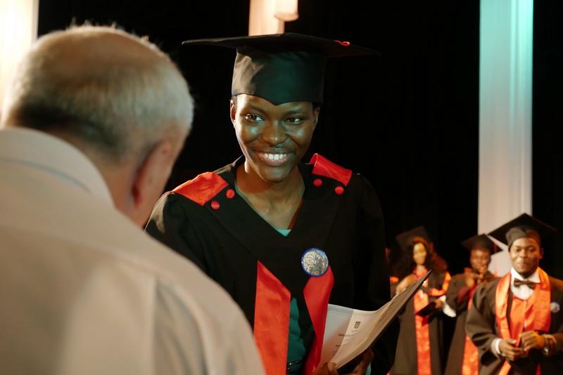 Іноземні студенти-медики у Франківську склали присягу лікаря і отримали дипломи 52