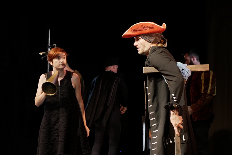 Шекспір перевертався у труні: ветерани АТО зіграли у Франківську  іронічну комедію 1