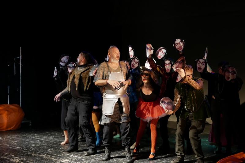 Шекспір перевертався у труні: ветерани АТО зіграли у Франківську  іронічну комедію 2