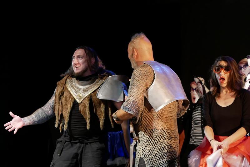Шекспір перевертався у труні: ветерани АТО зіграли у Франківську  іронічну комедію 3