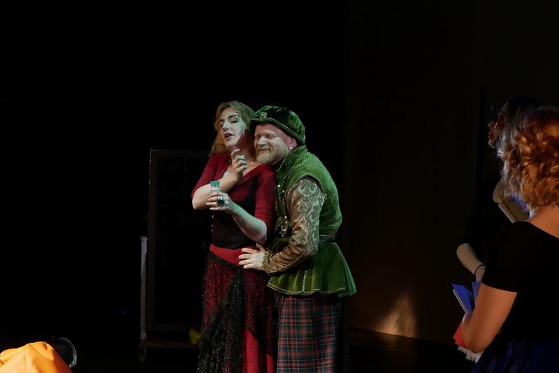 Шекспір перевертався у труні: ветерани АТО зіграли у Франківську  іронічну комедію 4
