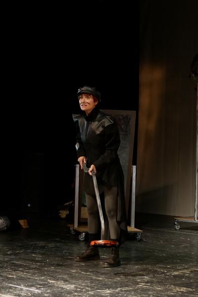 Шекспір перевертався у труні: ветерани АТО зіграли у Франківську  іронічну комедію 9